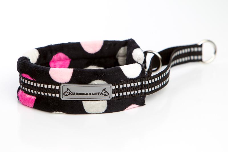 isopallo-pinkki, puolikuristava pehmokarva, 5cm leveä, 2cm musta nauha